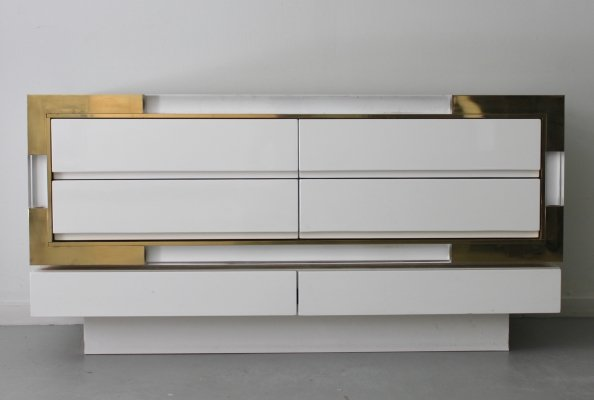 Chest of drawers in lucite, brass & lacquered wood