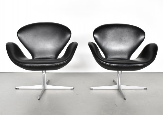 2 x Swan lounge chair by Arne Jacobsen for Fritz Hansen, 1970s