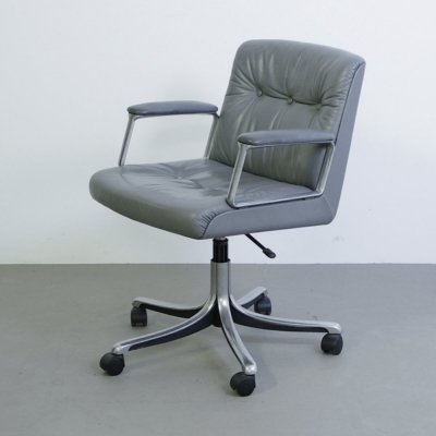 Grey leather Osvaldo Borsani P132 conference chair by Tecno, 1980s