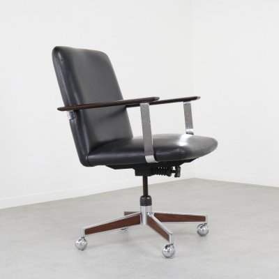 Executive Scandinavian office chair in leather & rosewood, 1960s