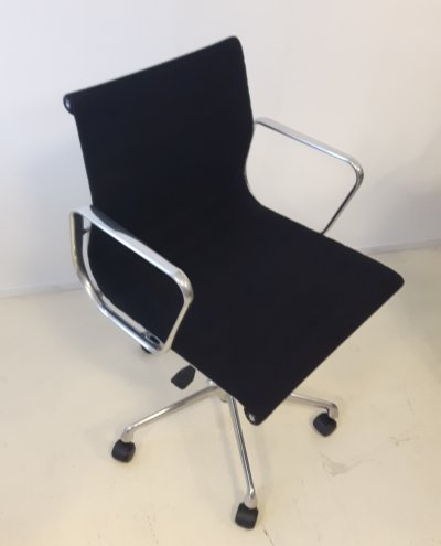 Eames EA117 office chair, 1990s