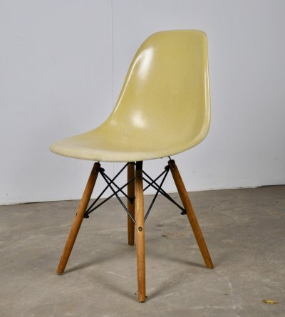 Set of 12 DSW chairs by Charles & Ray Eames for Herman Miller, 1970s