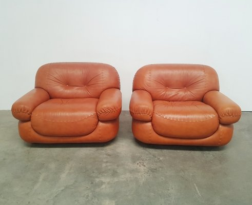 Set of 2 cognac 'Sapporo' lounge chairs by Girgi Italy, 1970s