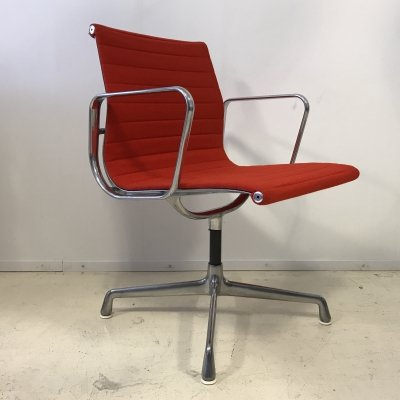 Charles Eames Aluminium chair model EA108