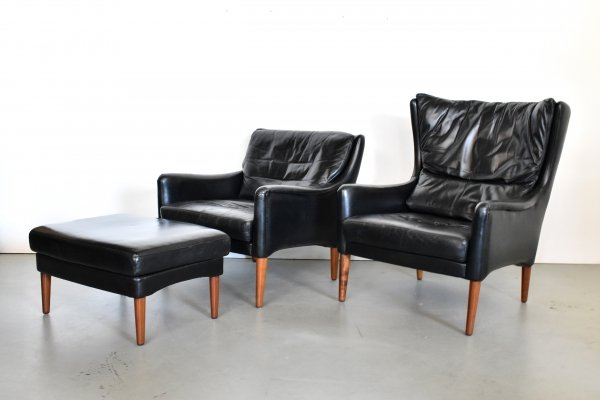 Pair of black leather lounge chairs with ottoman, 1960s