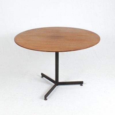 Round Italian dining table, 1960s