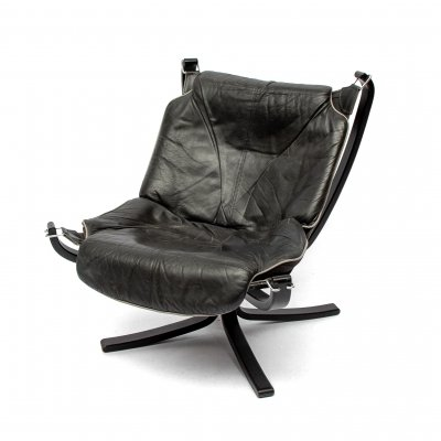 Sigurd Resell 'Falcon' Lounge Chair in black leather & grey piping, 1970s