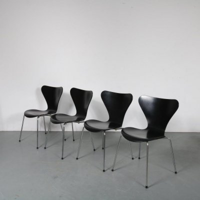 Set of 4 Butterfly chairs by Arne Jacobsen for Fritz Hansen, 1990s