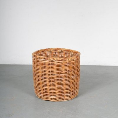 Large wicker basket manufactured in the Netherlands, 1950s