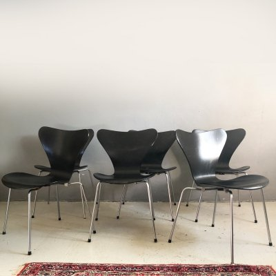 Set of 6 black Serie 7 chairs by Arne Jacobsen for Fritz Hansen, 1980s