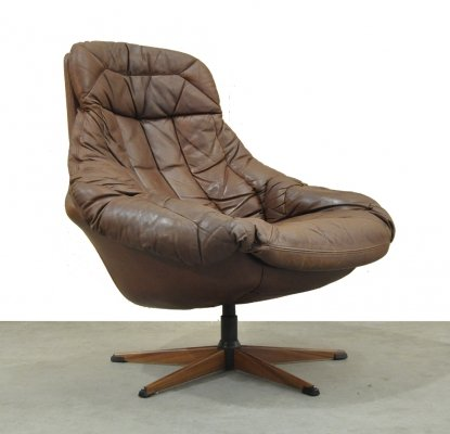 Vintage leather 'Silhoutte' swivelchair by H.W. Klein for Bramin, Denmark 1970s