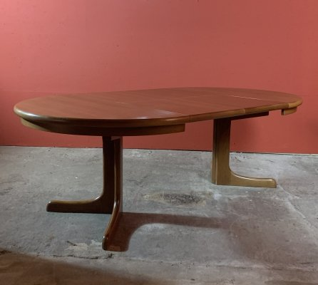 Extendable round dining table by CJ Rosengaarden