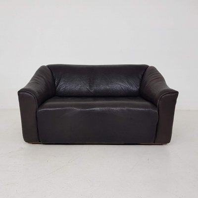 Dark brown neck leather De Sede two seater model DS-47, Switzerland 1960's