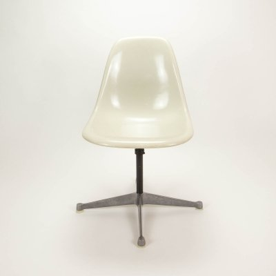 White Parchment Fibreglass Eames Contract Base Swivel Chair by Herman Miller