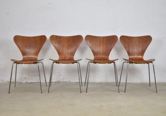 Set of 4 early dining chairs by Arne Jacobsen for Fritz Hansen, Denmark 1970's