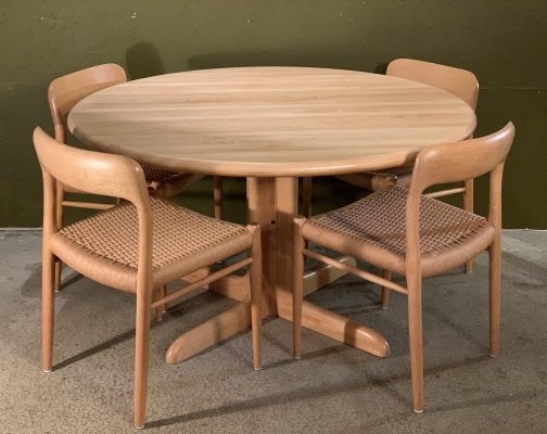 Extending dining table with 4 chairs No. 75 by Niels Otto Moller