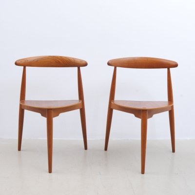 Pair of Heart dining chairs by Hans Wegner for Fritz Hansen, 1960s