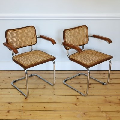 Pair of Marcel Breuer cantilevered 'Cesca' Carver Chairs in brown, 1980s