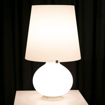 Medium size lamp in opaline glass (model 1853) by Max Ingrand for Fontana Arte