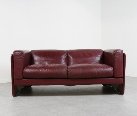 'Le Chapanelle' sofa in oxblood red leather by Tito Agnoli, Italy 1980s