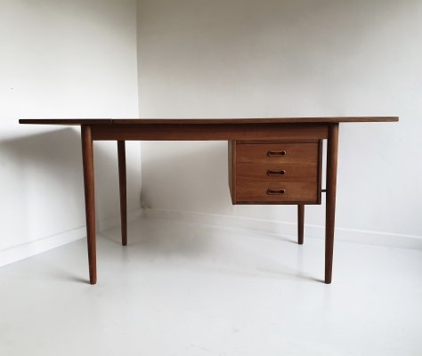 Mid Century Extendable Teak Desk by Arne Vodder for Sigh & Søns, Denmark c.1950