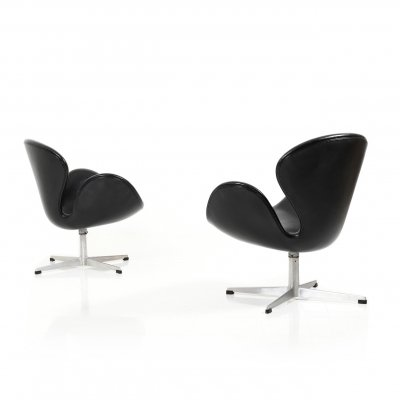 Pair of old Swan Chairs by Arne Jacobsen for Fritz Hansen, 1963