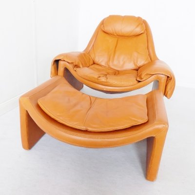 Caramel leather Saporiti P 60 Lounge chair with ottoman by Vittorio Introini