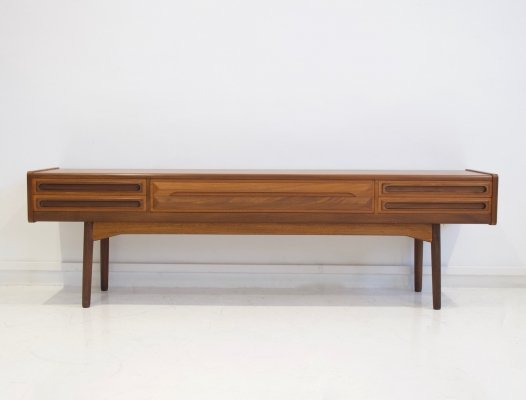 Scandinavian Modern Low Sideboard in teak with Drawers