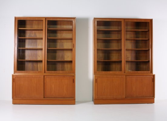 Danish teak cabinet showcase with glass sliding doors by Hundevad