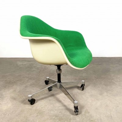 Fiberglass Office Chair by Charles & Ray Eames for Herman Miller, 1980s