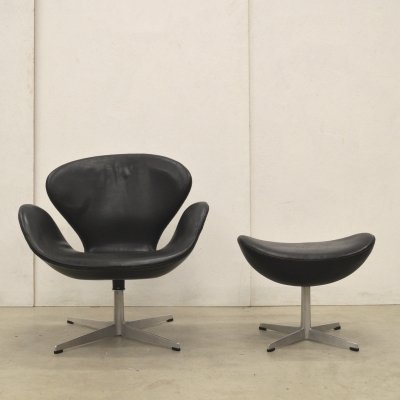 1st Edition Swan Chair & Ottoman by Arne Jacobsen for Fritz Hansen, 1959