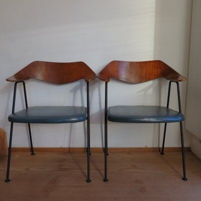 Vintage Walnut Plywood Model 675 Chair by Robin Day for Hille, 1950s
