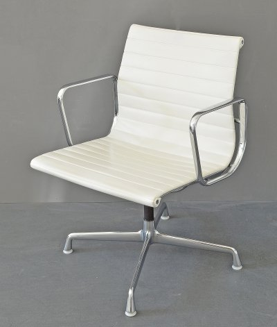 Swivel Chair EA 108 by Charles & Ray Eames for Herman Miller made by Vitra