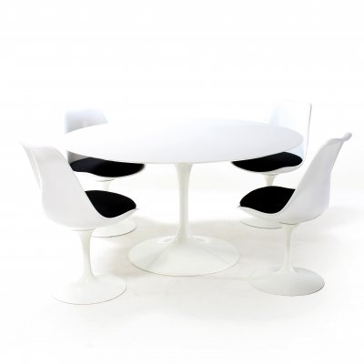 Dining set by Eero Saarinen for Knoll, 1950s
