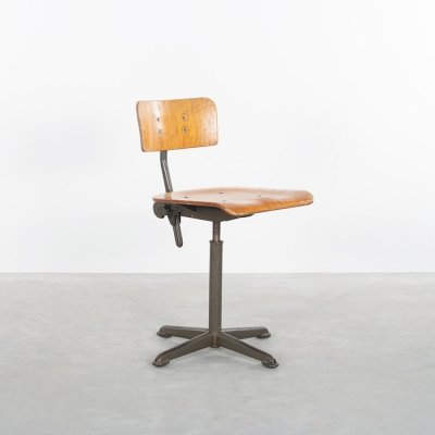 Industrial work chair by Ahrend de Cirkel with green frame & wood