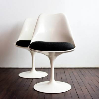 Set of 2 Tulip chairs (non swivel version) by Eero Saarinen