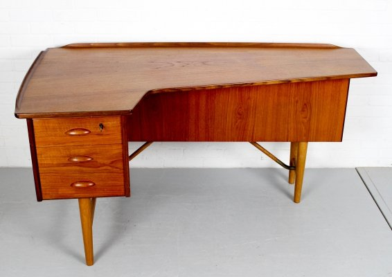 Boomerang Desk by Peter Løvig Nielsen for Hedensted Møbelfabrik, 1950s