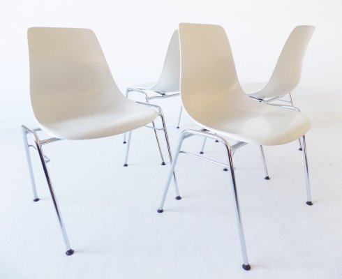 Wilkhahn set of 4 stackable fiberglas chairs by Georg Leowald