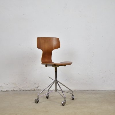 '3103' desk chair by Arne Jacobsen for Fritz Hansen, Denmark 1950's