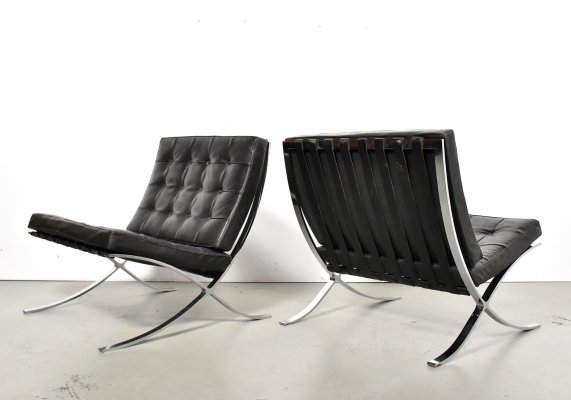 Early Pair of Ludwig Mies van der Rohe Barcelona chairs for Knoll International, 1960s