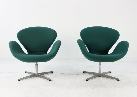 Set of two SAS colored Arne Jacobsen Swan chairs