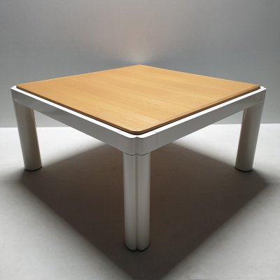 White lacquered Kho Liang Ie 'model 100' coffee table with oak top, 1970s