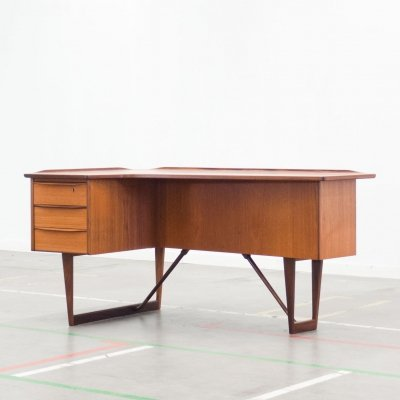 Boomerang writing desk by Peter Løvig Nielsen for Løvig, 1960s