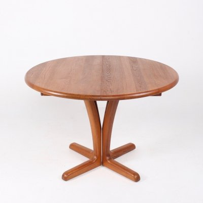 Danish expendable round teak dining table by Johs. Kristoffersen & Son