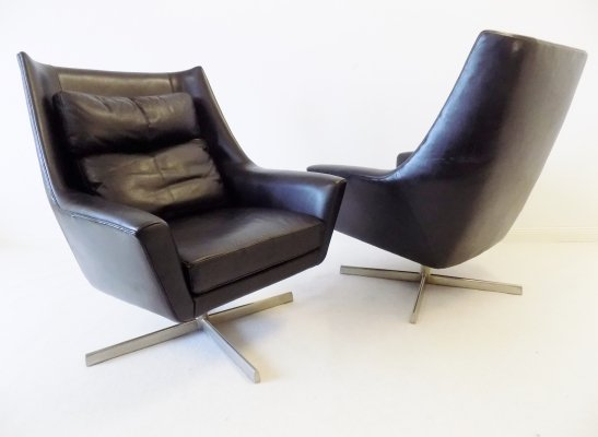 Pair of Knoll Antimott Leather Lounge Chairs, 1960s