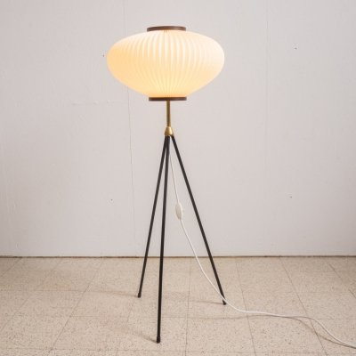 Tripod floor lamp with messing details