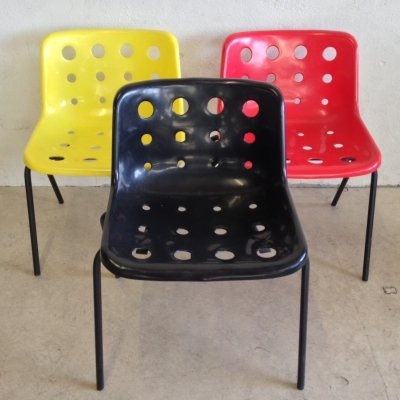 Set of three (yellow, black, red) Robin Day Polo chairs for Hille, 1970s