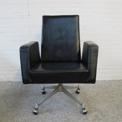 Rare model 98 office chair by Theo Ruth for Artifort, 1950s