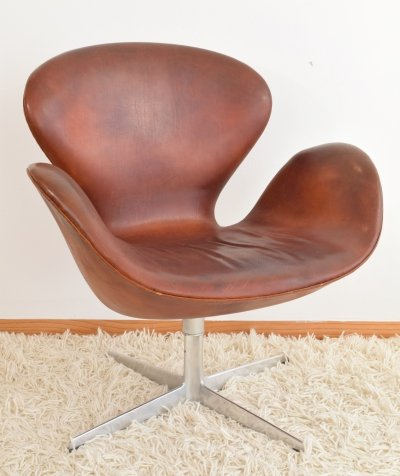 Arne Jacobsen FH 3323 'Swan' chair with tilt mechanism, October 1965