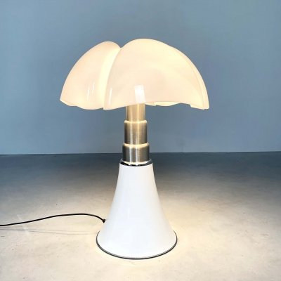 White Pipistrello Table Lamp by Gae Aulenti for Martinelli Luce